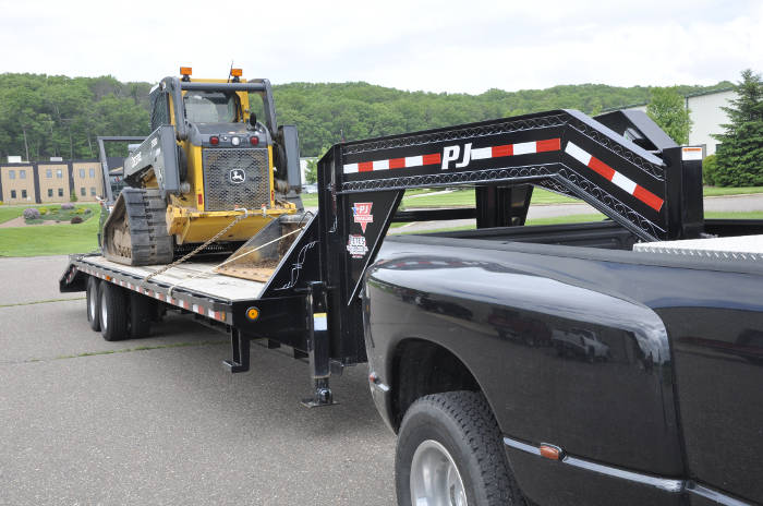 Gooseneck Flatbed Trailer with Skidsteer