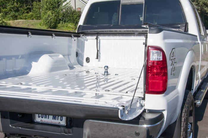 Gooseneck Hitch Installed in Truck Bed
