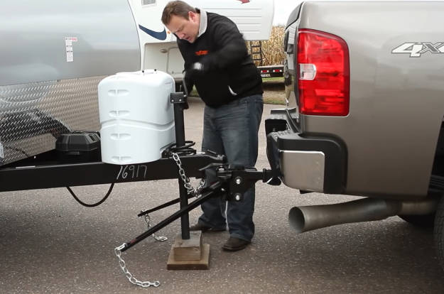 Raise Weight Distribution Connection with Trailer Jack